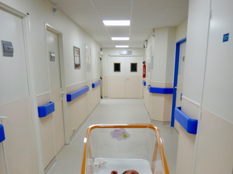 Couloir de la maternité de Monaco